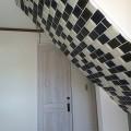 階段下のタイル